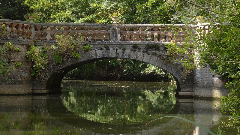 800px-pont_-_chateau_de_rocheux